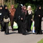 femei-musulmane-la-plimbare
